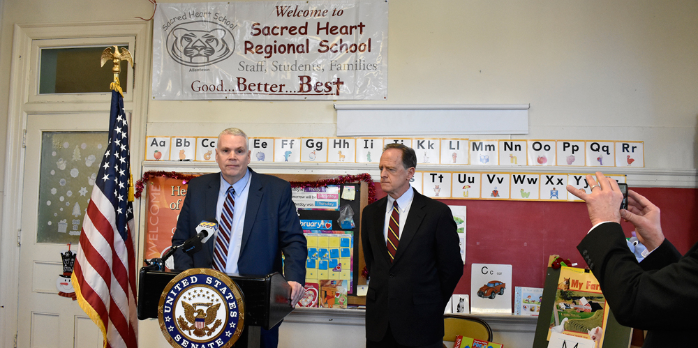 Sen. Toomey visits Diocesan school, promotes tax credit bill